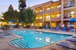 la-marriott-courtyd-pool-ir-