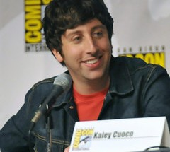 tv-bgbngthy-engnr-md-space-Simon_Helberg_0726-S