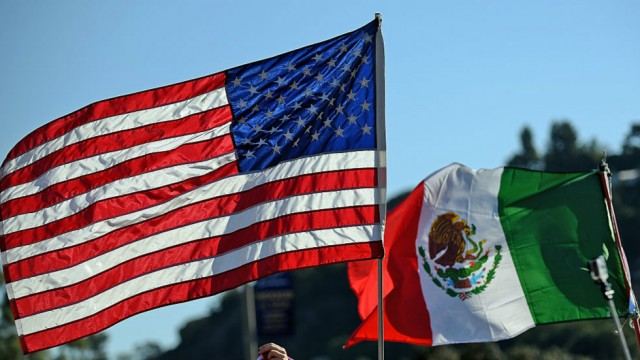 us_mexico_flags